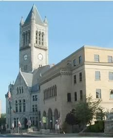 PICTURE OF THE FAYETTE COUNTY COURTHOUSE